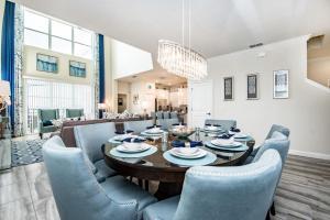 Restaurant ou autre lieu de restauration dans l'établissement 4755 Storey Lake Resort 5 Bedroom Villa