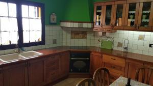A kitchen or kitchenette at La Casa de Tara