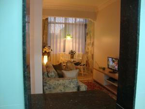 A seating area at Apartamento Ronald de Carvalho