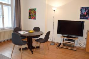 """A television and/or entertainment center at Cosy Studio - TOP Location """"Soho"""""""