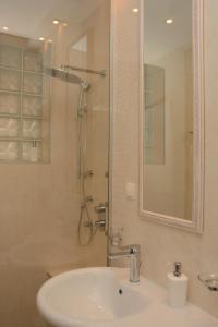 A bathroom at Apartment Venera A&M
