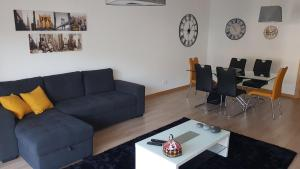 A seating area at Sultanato Apartments Funchal