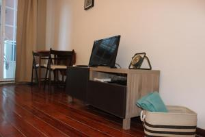 A television and/or entertainment center at Apartamento S. Miguel Alfama