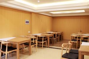 GreenTree Inn Jiaxing Haiyan Passenger Transport Center Hotel