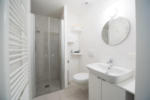 A bathroom at FeelGood Apartments Seestadt Vienna