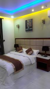 A bed or beds in a room at Ashbilia Suites