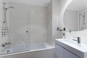 A bathroom at Serrano Loft