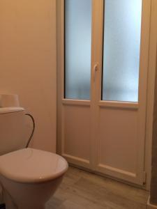 A bathroom at Charmant Appartement au centre ville