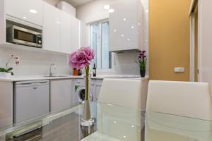 A kitchen or kitchenette at Apartamento Plaza España