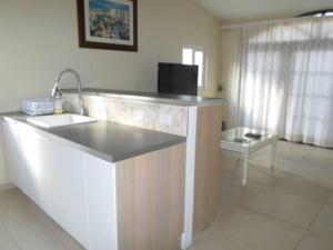 Кухня или мини-кухня в Salina Cerca Apartments