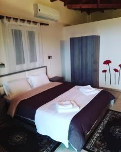 Een bed of bedden in een kamer bij Chroma