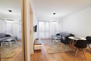 A seating area at NotaBene Apartment