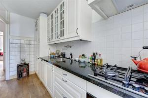 A kitchen or kitchenette at Great view on the canals!