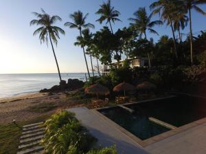 The swimming pool at or close to Exclusive Beachfront Villa
