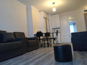 Apartment 633