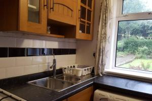 A kitchen or kitchenette at 3 bedroom west end flat with parking