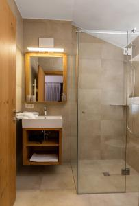 A bathroom at Bock's Apartment-Arlberg-Chalets