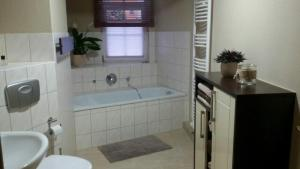 A bathroom at Lina´s Ferienwohnung