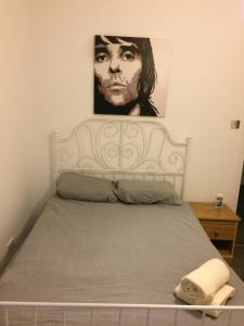 A bed or beds in a room at Whole refurbished traditional flat