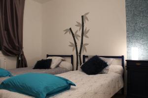 Un ou plusieurs lits dans un hébergement de l'établissement Le Chouette Logis