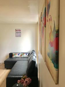 En eller flere senge i et værelse på City Short Stay Brick Lane Apartments