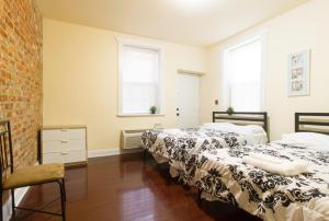 A bed or beds in a room at Stay With Kay University City