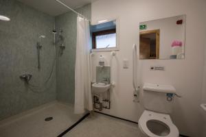 A bathroom at Black Isle Bunkhouse