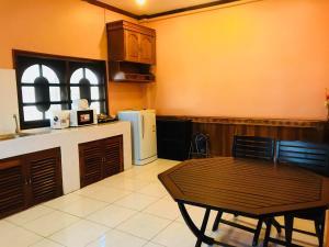 Een keuken of kitchenette bij Avalon Apartment