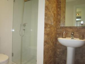 A bathroom at Casa Zé Bonito I