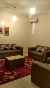 A seating area at Qasr Dalin Furnished Apartments