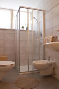 A bathroom at Haus Waldruhe