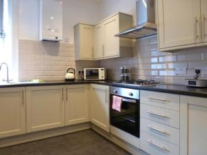 A kitchen or kitchenette at 1 Bank Street