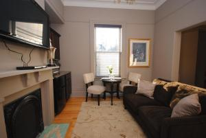 A seating area at Bannerman Park Suites