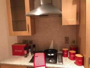 フィンチリー アパートメントにあるキッチンまたは簡易キッチン