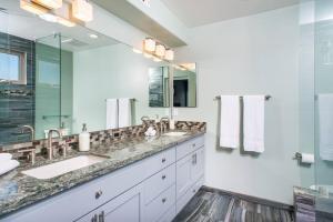A bathroom at Three-Bedroom SD Home