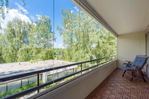 A balcony or terrace at 2 room apartment in Tapiola