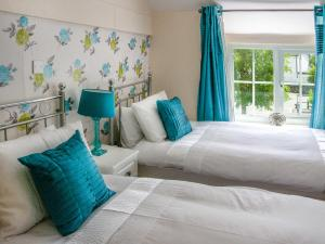 A bed or beds in a room at Gloucester House