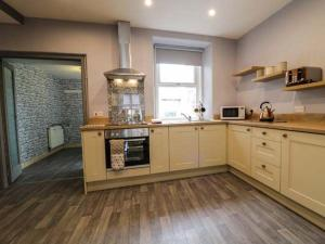 A kitchen or kitchenette at Maes Tegfryn