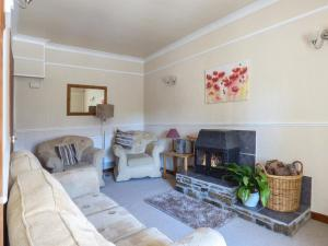 A seating area at Linhay Cottage