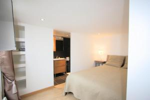 A bed or beds in a room at Superbe Appartement