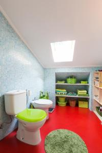 A bathroom at Green Vintage Apartment in Central Lisbon