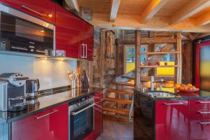 A kitchen or kitchenette at Chalet Schwalbennest