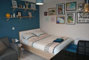 A bed or beds in a room at Studio Esprit LOFT