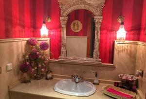 A bathroom at Villa Lola Sevilla