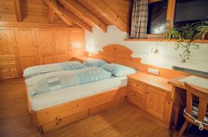 A bed or beds in a room at Appartements Tlusel