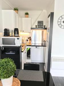 A kitchen or kitchenette at Superbe ! Appart T3 - Vue mer - Idéalement situé
