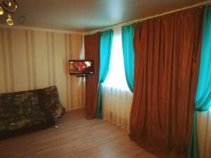 Телевизор и/или развлекательный центр в студия