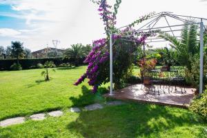 A garden outside Villa Pergolone