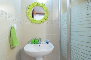 A bathroom at Royal Ben Yehuda