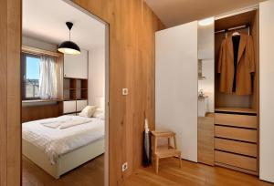 A bed or beds in a room at Charming&Cozy-Ambiente Apartments